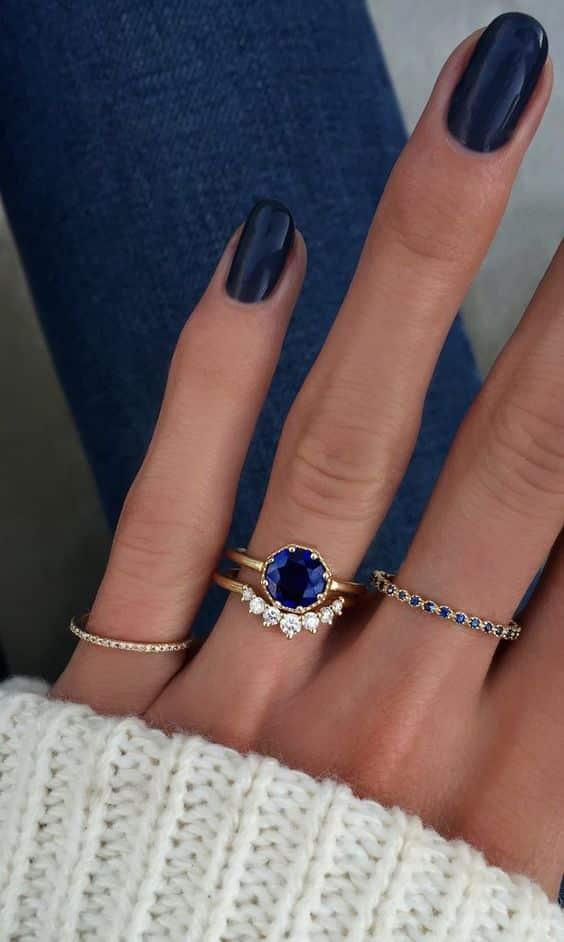 mai multe inele pe o mana