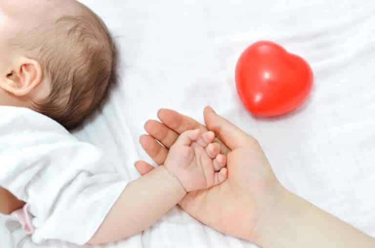 primii-cercei-pentru-un-nou-nascut